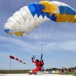 Фиксация парашюта на человеке